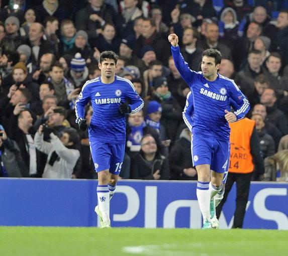 Cesc Fábregas y Diego Costa celebra un gol con el Chelsea.