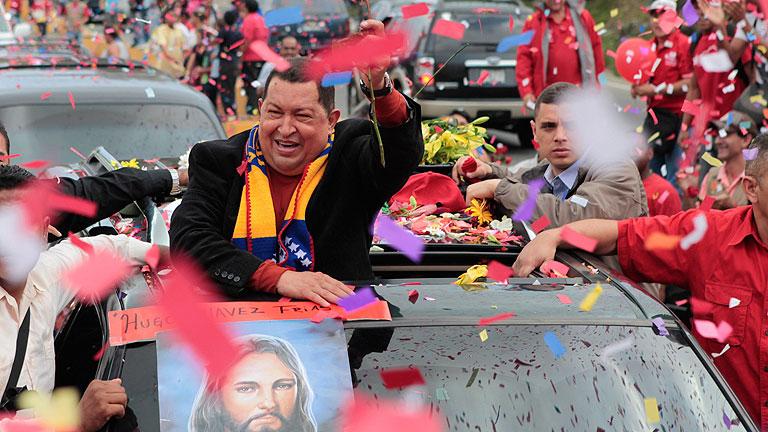 Chávez viaja a Cuba para someterse a una nueva operación