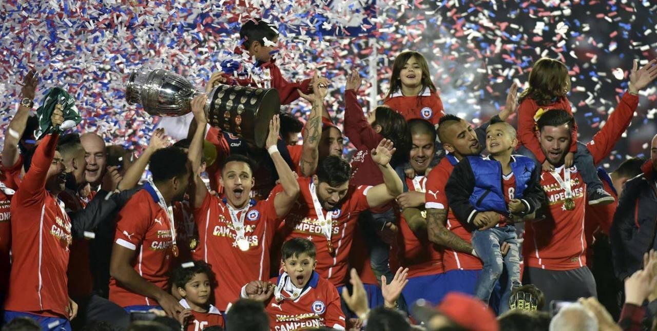 Los chilenos por fin levantan la Copa América.