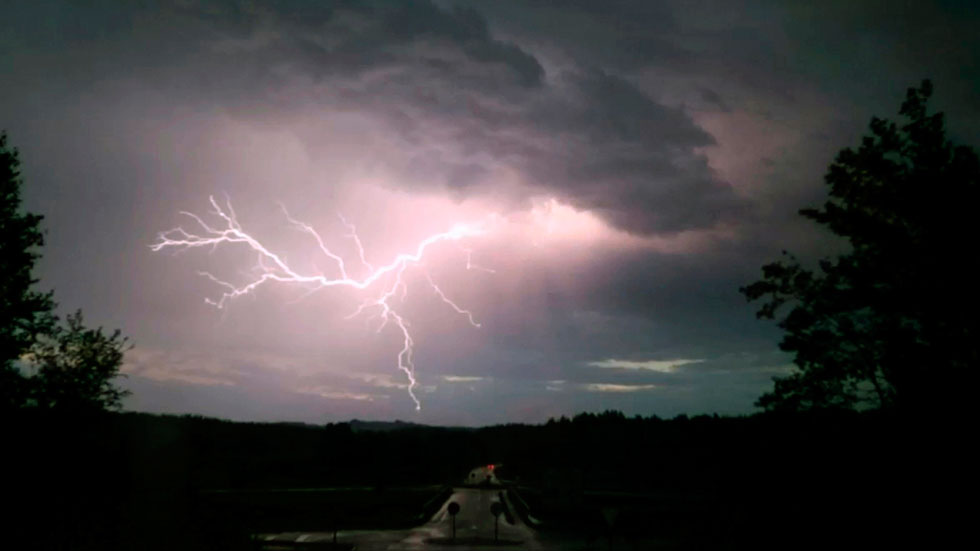Chubascos y tormentas fuertes en el norte, despejado en el resto de España