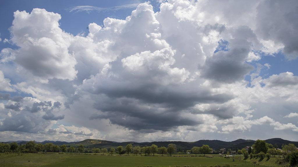 Chubascos y tormentas que podrían ser localmente fuertes en Cataluña y este del Sistema Ibérico