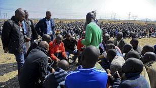Cientos de manifestantes piden justicia en Sudáfrica por la muerte de los mineros