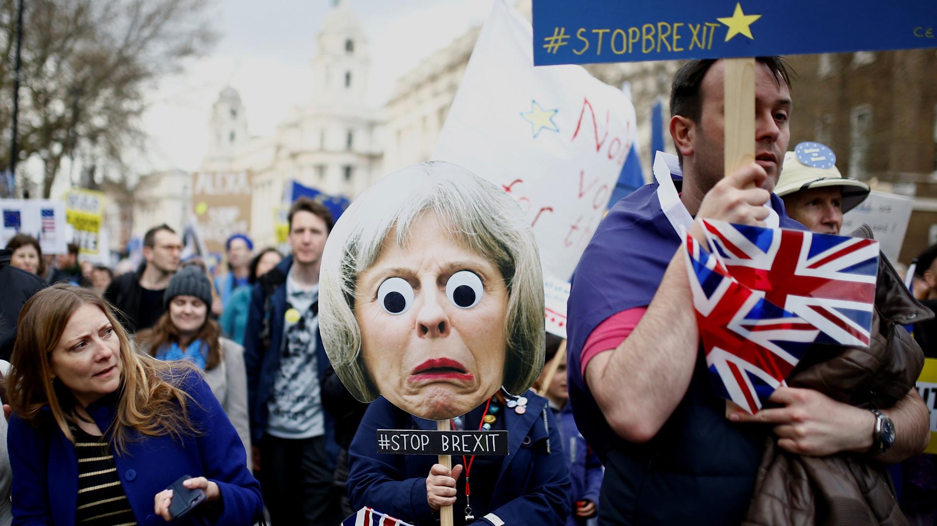Ir al VideoCientos de miles de británicos se manifiestan en Londres para pedir una nueva consulta del 'Brexit'
