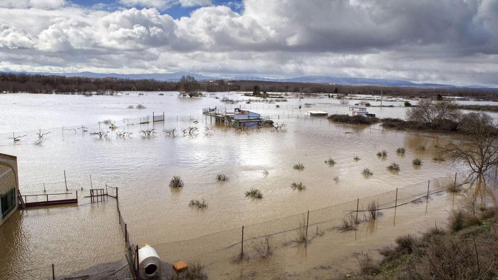 Cientos de personas desalojadas por la crecida del Ebro