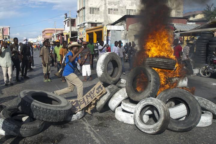 Cientos de personas piden en Haití la dimisión de Martelly, en el quinto aniversario del terremoto