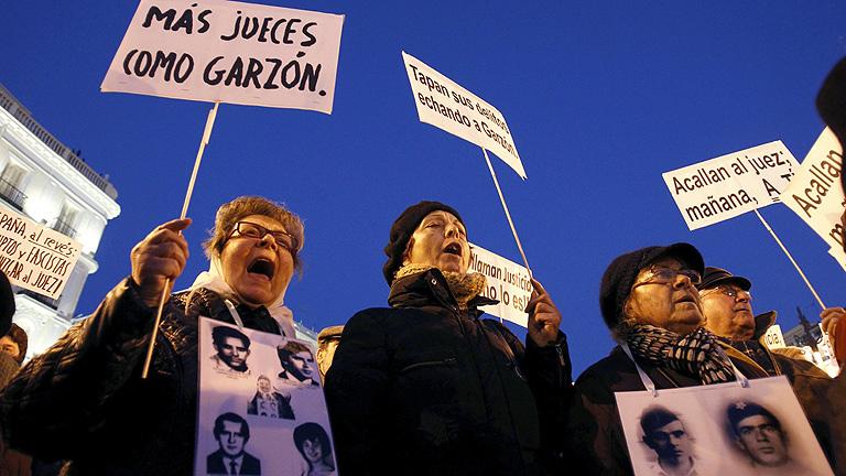 Cientos de personas se concentran en Madrid en contra de la condena a Garzón