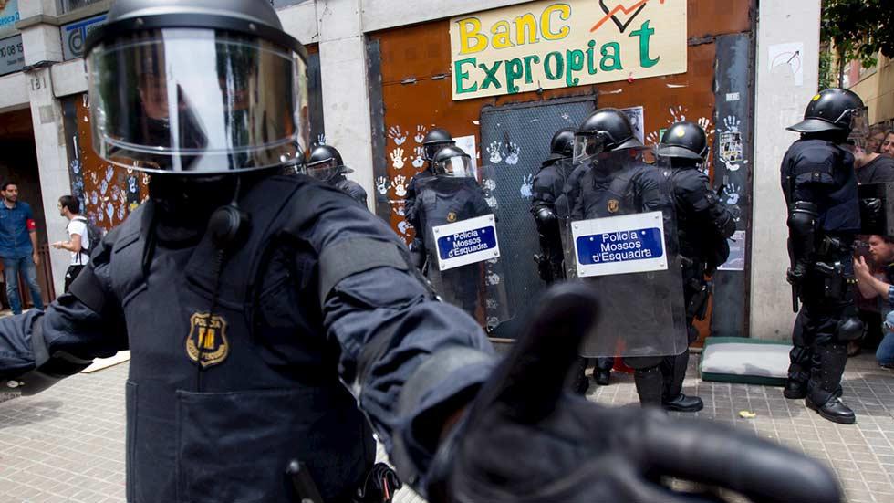 Cinco okupas logran entrar en la sede del 'banco expropiado'