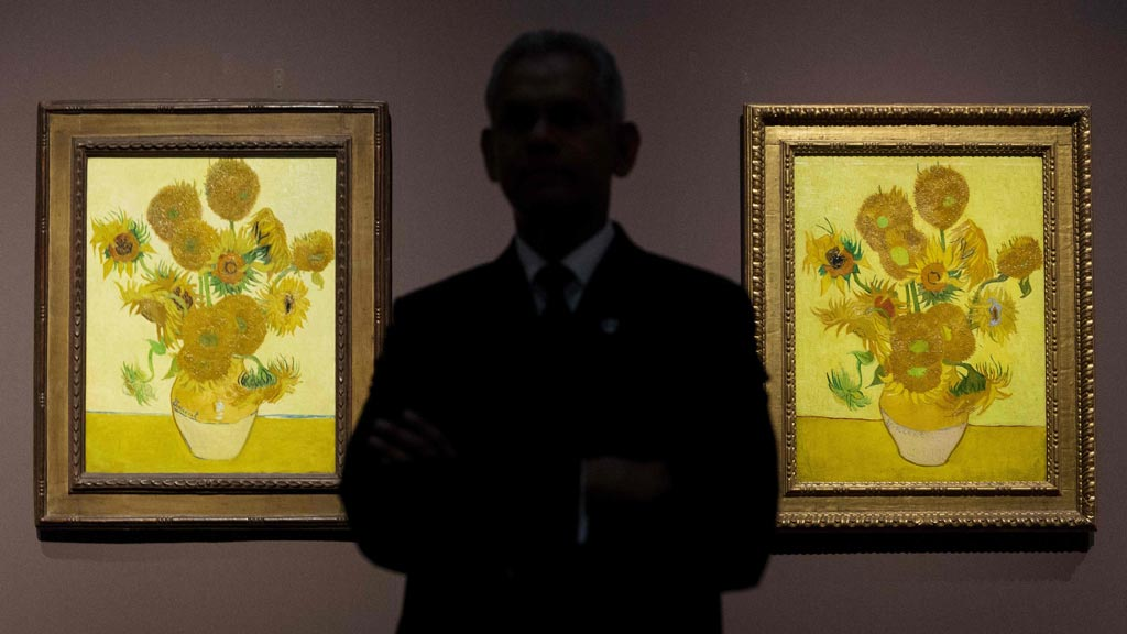 Las cinco pinturas de girasoles de Van Gogh, juntas