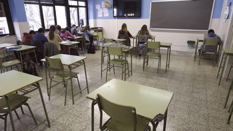Una clase del IES Beatriz Galindo (Madrid) prácticmente vacía con motivo de la huelga general.