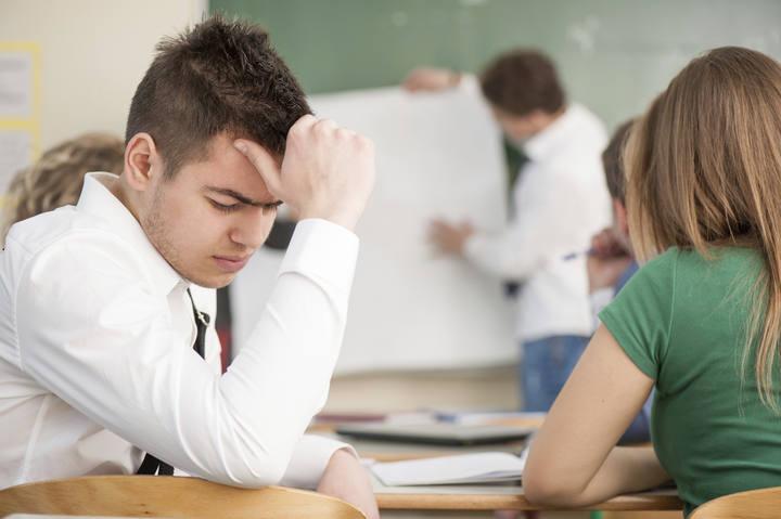 La clase social alta compensa a los malos estudiantes, según un estudio.
