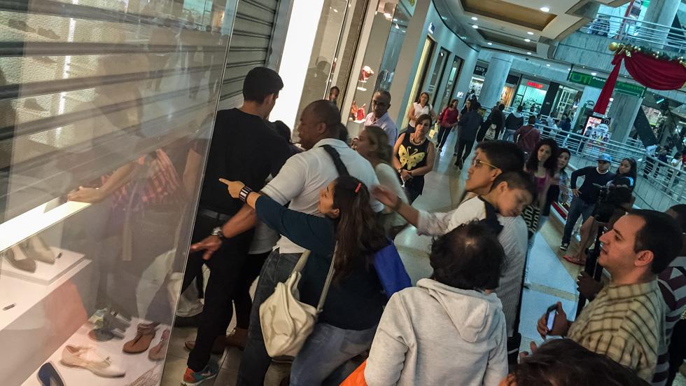 Los clientes de Zara en Venezuela sólo pueden realizar cinco compras al mes