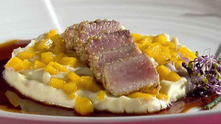 Receta de bonito en tataki con suave de patata for Cocina con sergio bizcocho