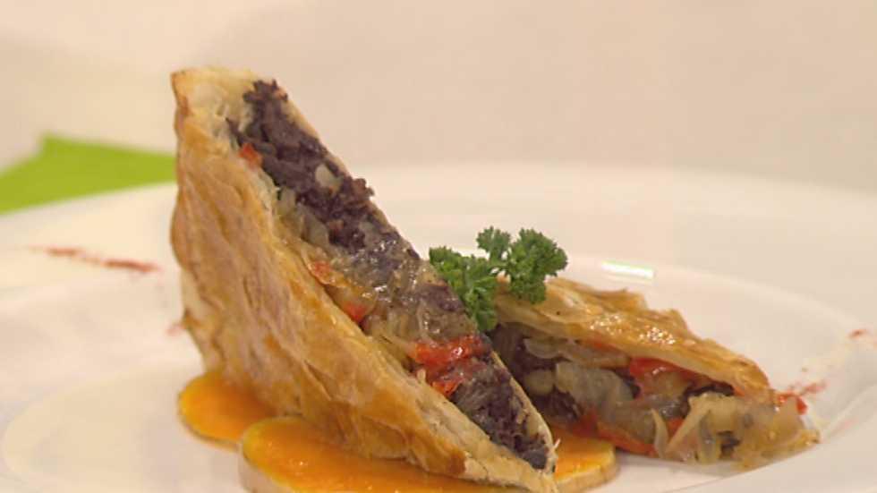 receta de empanada de morcilla y cebolla caramelizada