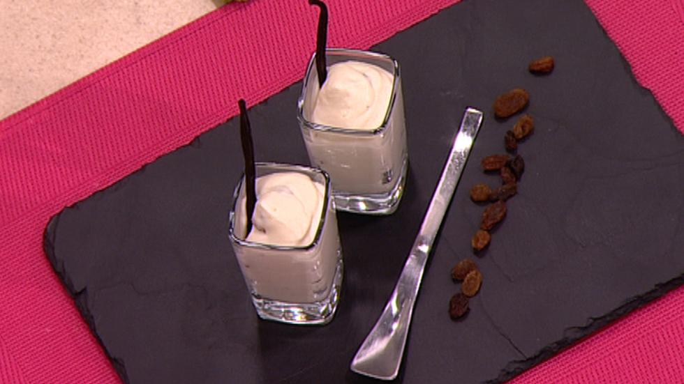 Escuela de pasteler a espuma de chocolate blanco y pasas - Cocina con sergio pepa ...