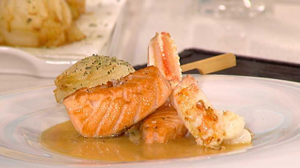 Cocina con sergio salm n con crema de cigalas y rosas de for Cocina con sergio bizcocho