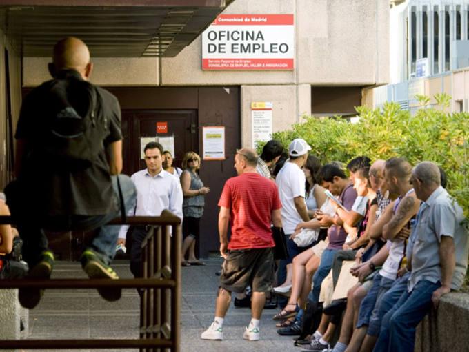 Parados amas de casa o inmigrantes los colectivos con for Oficina inem burgos