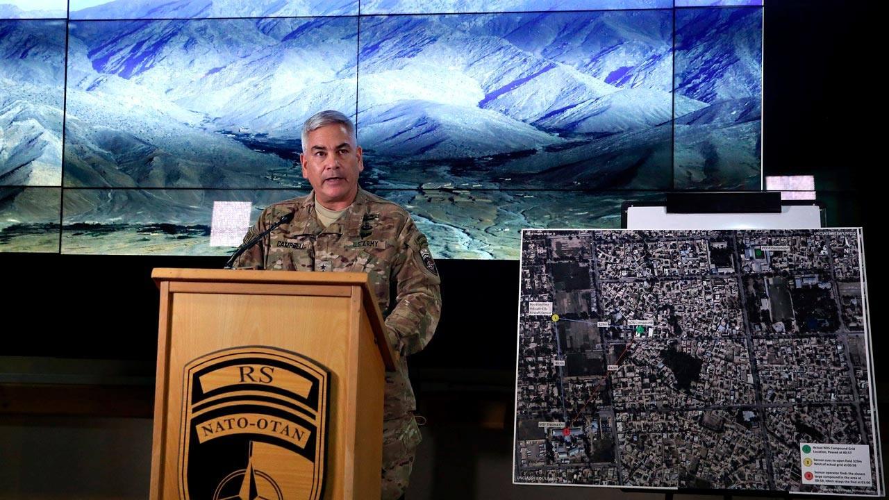 El comandante John Campbell, máximo responsable militar de EE.UU. en Afganistán, durante la presentación del informe del Pentágono sobre el ataque al hospital de MSF