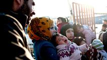 Los combates en Alepo provocan una nueva emergencia humanitaria en la frontera turca