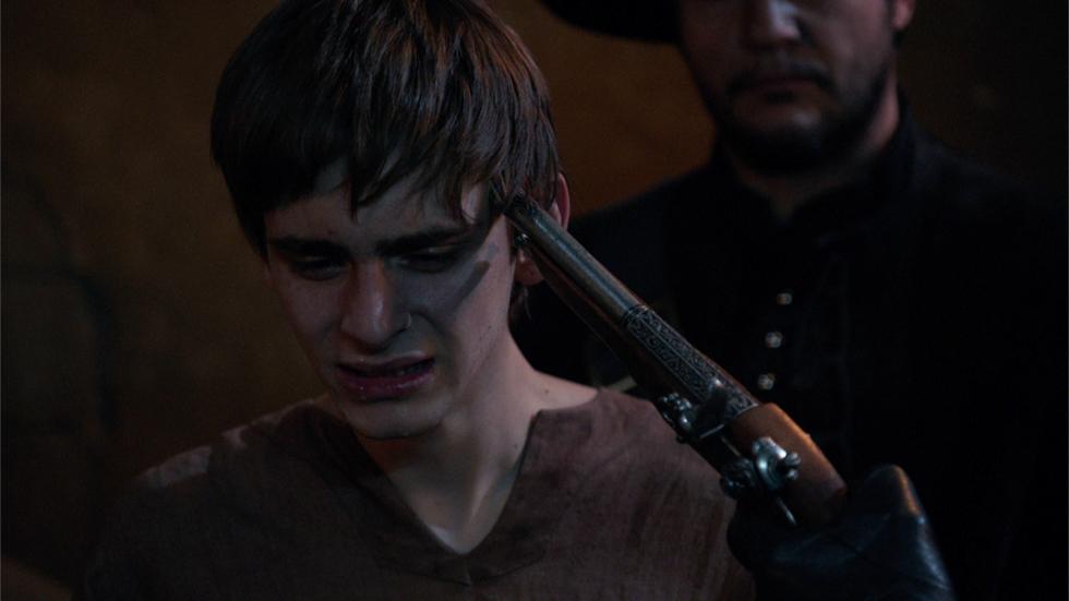 Águila Roja - El Comisario obliga a Alonso a ejecutar a su padre