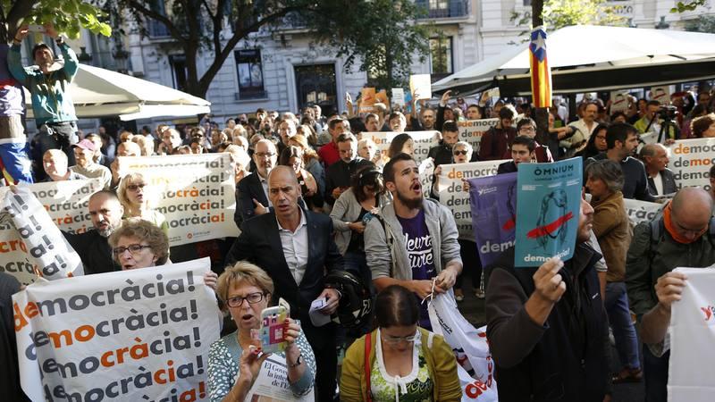Concentración a las puertas de la Conselleria de Economía de la Generalitat