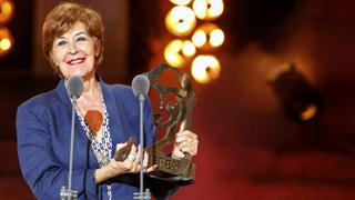 Concha Velasco recibe emocionada en Mérida un reconocimiento del mundo del teatro