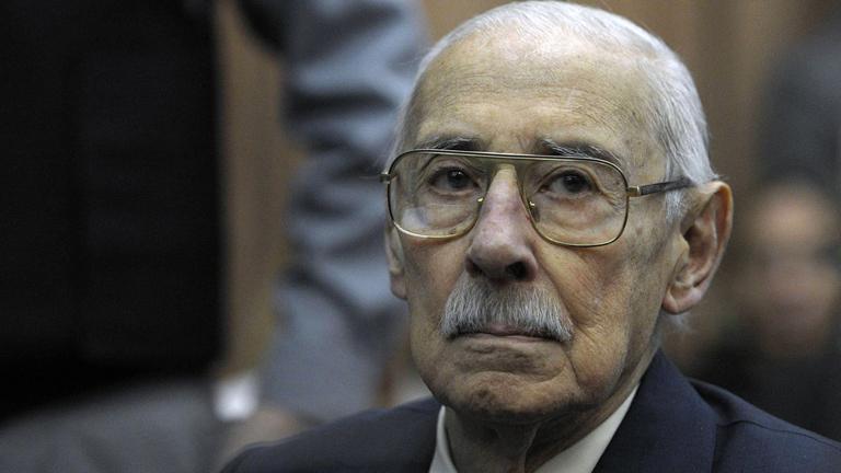 Condenan a 50 años al exdictador argentino Videla