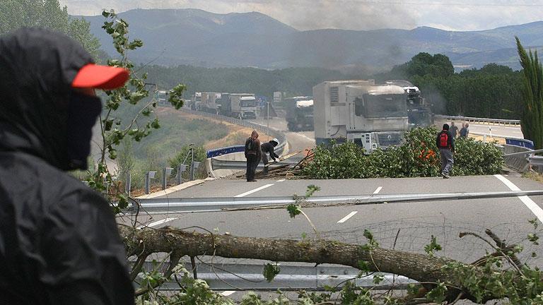 El conflicto minero sigue sin acuerdo e incomunica a León con Asturias