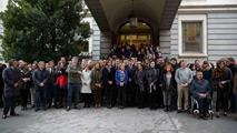 Ir al VideoEl Congreso guarda un minuto de silencio contra la violencia de género