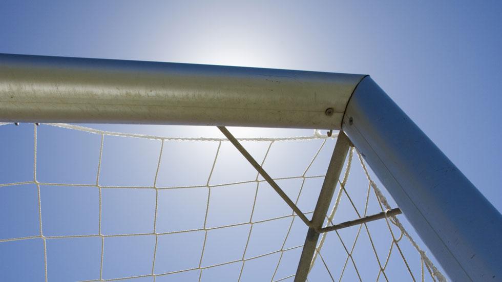 Consternación en Ginés, en Sevilla, por la muerte ayer de un niño de 12 años cuando disputaba un torneo de fútbol en el polideportivo municipal.