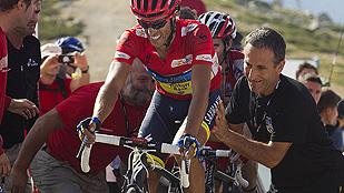 Contador baja de La Bola con la Vuelta bajo el brazo