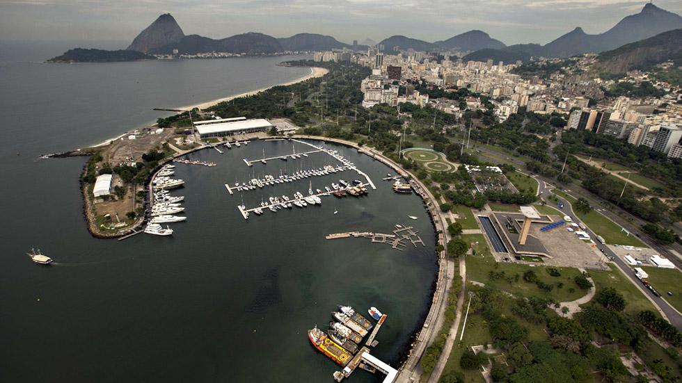 La contaminación de las aguas en la Bahía de Guanabara sigue preocupando a los regatistas olímpicos