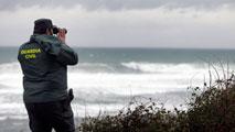 Continúa la búsqueda del bebé que se llevó un golpe de mar