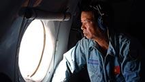 Ir al VideoContinúa la búsqueda por mar y aire del avión malasio 48 horas después de su desaparición