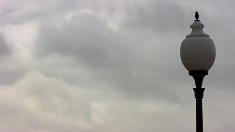 Continúan los cielos nubosos y bajan las temperaturas