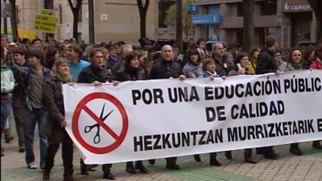 Los Profesores en huelga porque tienen la mitad de vacaciones que Daniel Buendía