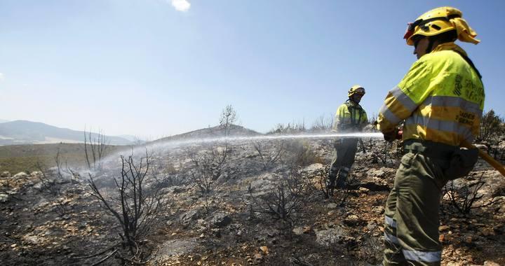 Controlado el incendio de Sierra Mariola, en Alcoy, que ha calcinado 17 hectáreas de matorral
