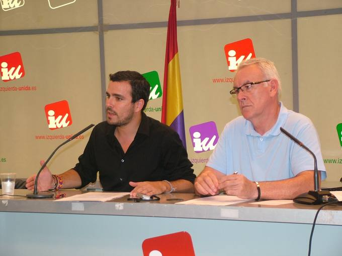 El coordinador federal de IU, Cayo Lara, y su responsable federal de Proceso Constituyente y Convergencia, Alberto Garzón