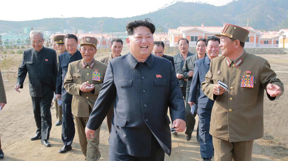 Corea del Norte pasa revista  a 70 años de dictadura