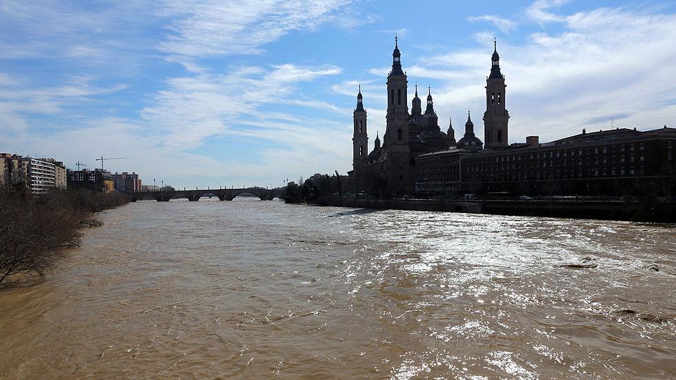 La crecida del río Ebro alcanza la Ribera Baja aunque no es necesario hacer nuevos desalojos