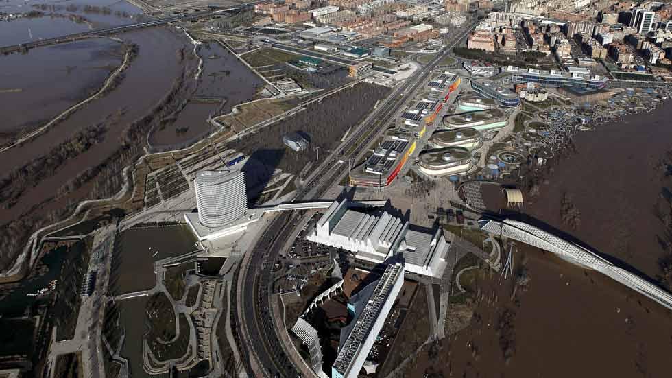 El Ebro pierde fuerza antes de su llegada a la localidad zaragozana de Pina de Ebro