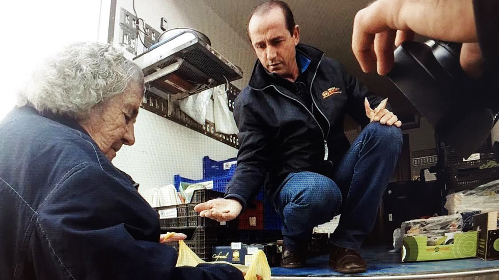 Crisanto, un vendedor ambulante que recorre más de mil kilómetros cada día