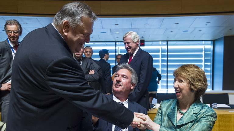 Los ministros de Exteriores de la UE amenazan con más sanciones a Moscú si sigue la escalada en Ucrania