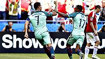 Ir al VideoCristiano Ronaldo mete a Portugal de puntillas en octavos