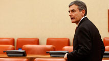 Ir al VideoCríticas de los grupos parlamentarios a Guindos por el desvío del déficit en 2015