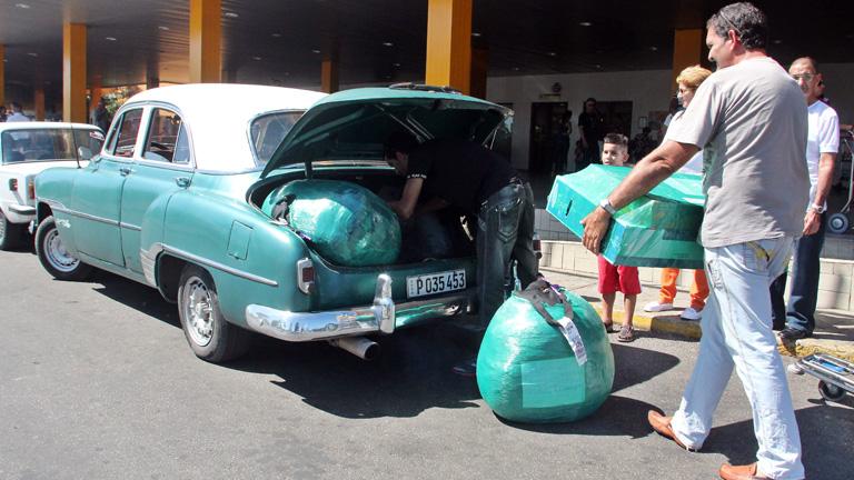 Cuba impone nuevas restricciones para los viajeros en la entrada de mercancías a la isla