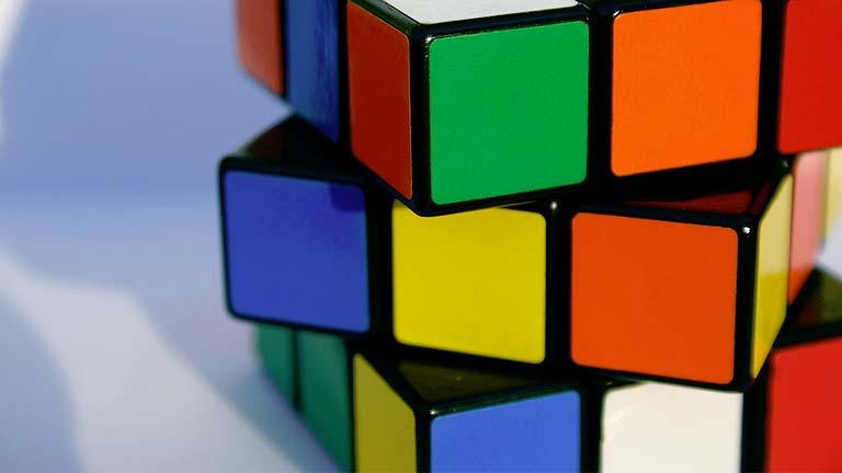 El cubo de rubik cumple 40 a os cinco curiosidades for Rubik espana