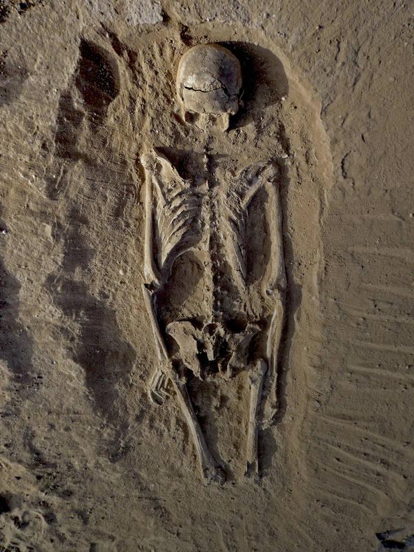 Los cuerpos no fueron enterrados y algunos habían caído en una laguna que después se secó.