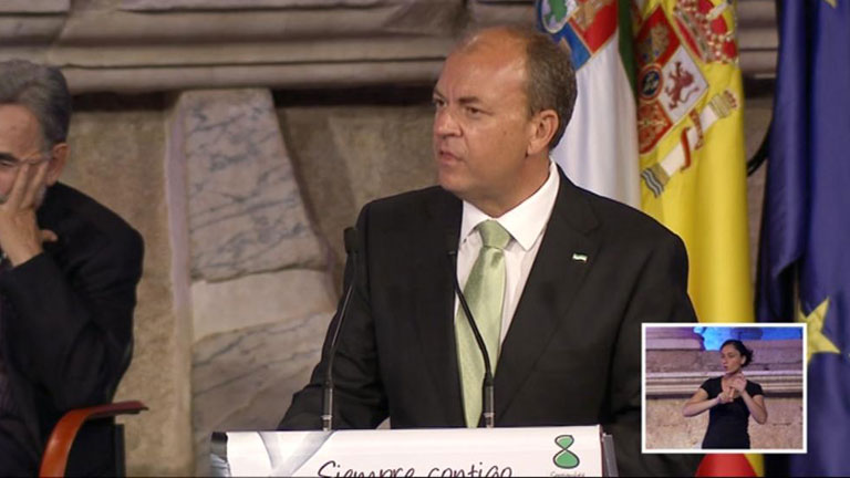 Extremadura compensará la subida del IVA en la cultura y el material escolar con ayudas económicas