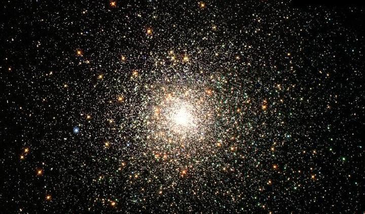 Cúmulo globular M80. Los cúmulos globulares están constituidos por poblaciones estelares antiguas