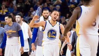 Curry afianza a los Warriors en el liderato